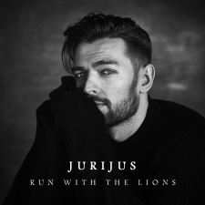 RUN WITH THE LIONS (Singlas)